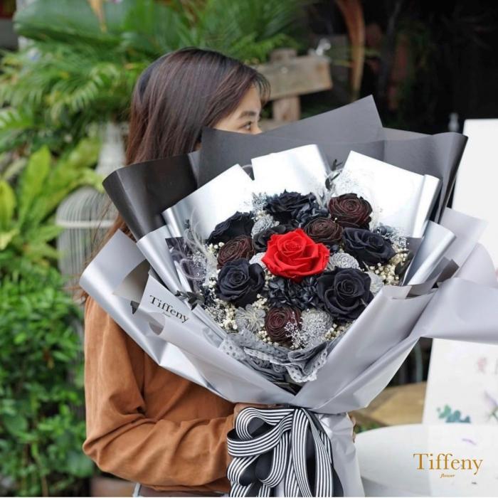 進口永生黑玫瑰花束 2