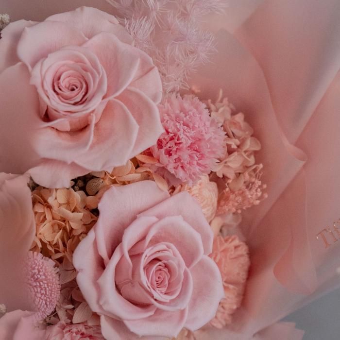 珊瑚粉・玫瑰康乃馨永生花束 2
